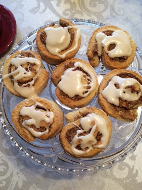 cinnamon-roll-b-with-cream-cheese-glaze-chew-this-blaise-doubman