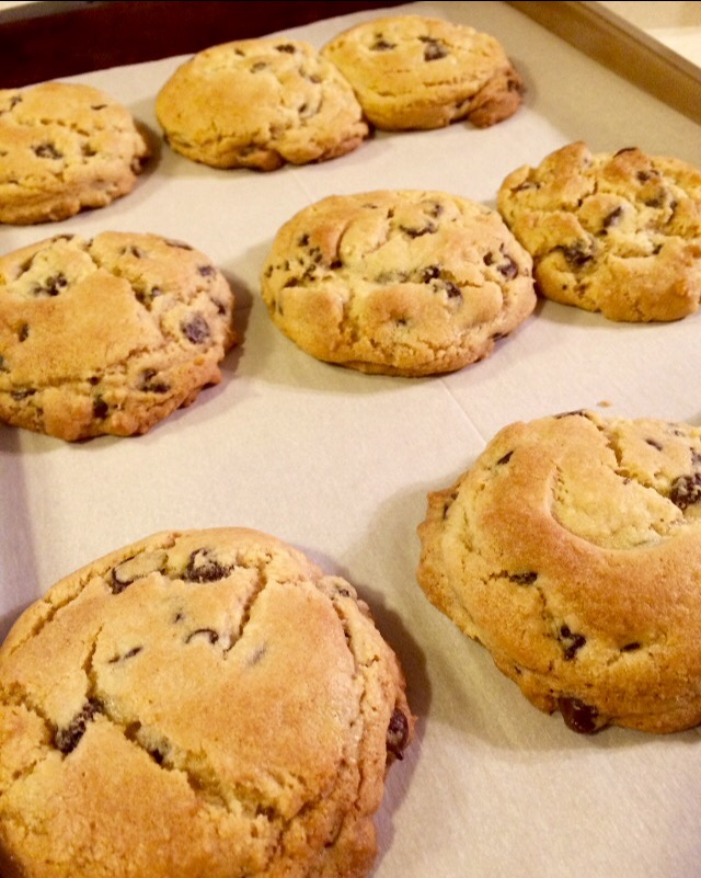 giant-classic-chocolate-chip-cookies-chew-this-blaise-doubman.jpg